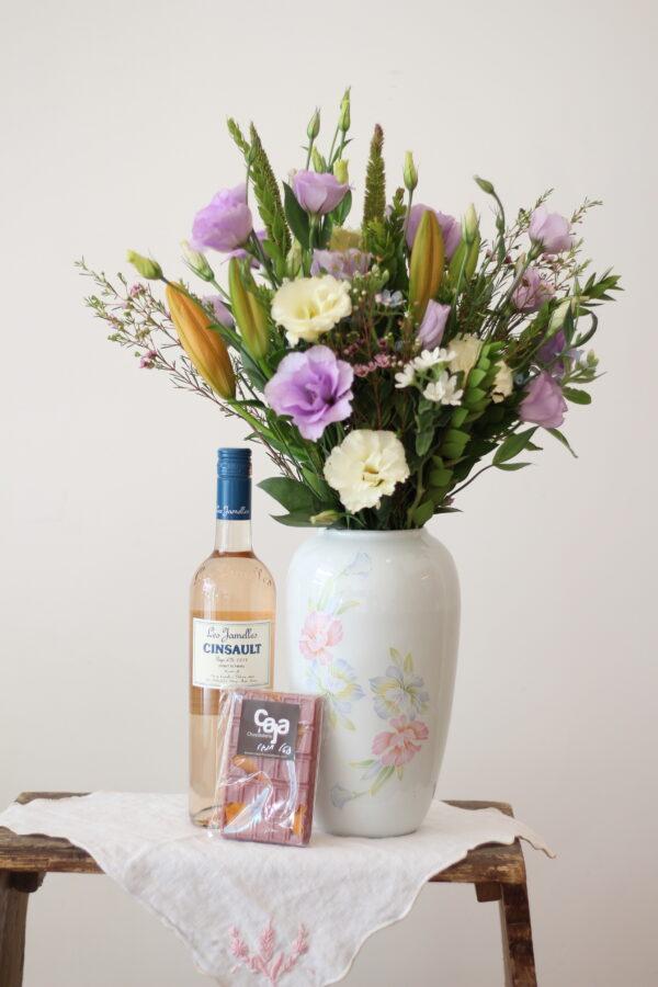 פרחים יין ושוקולד
